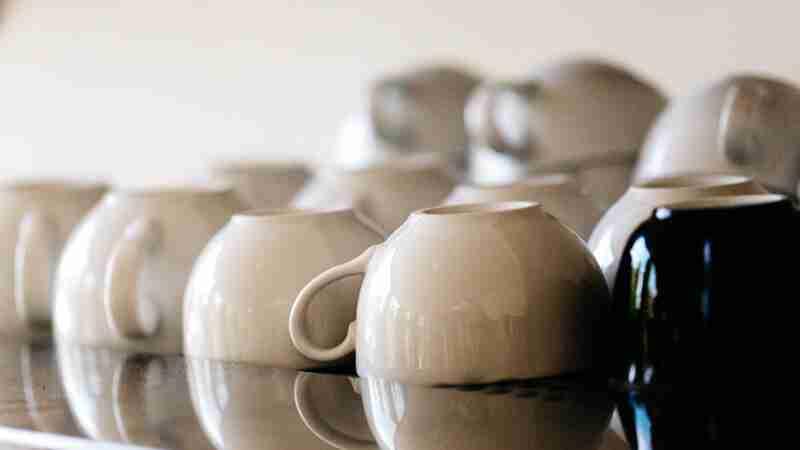 tipico-coffee-bar-mugs