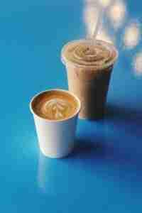 tipico-coffee-drinks-blue-table
